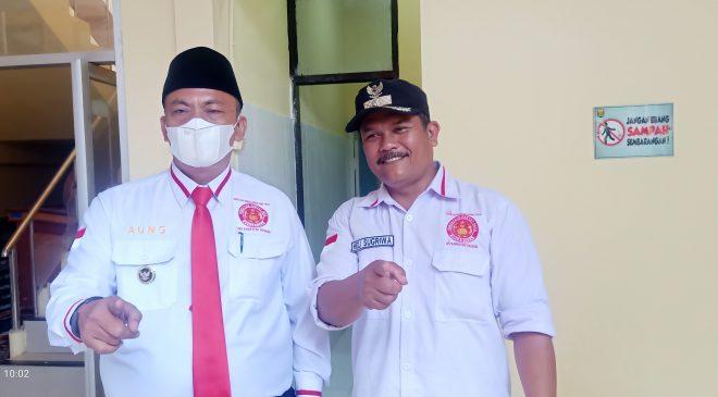 Aung, Ketua DPD Parade Nusantara (kiri) bersama salahsatu kades